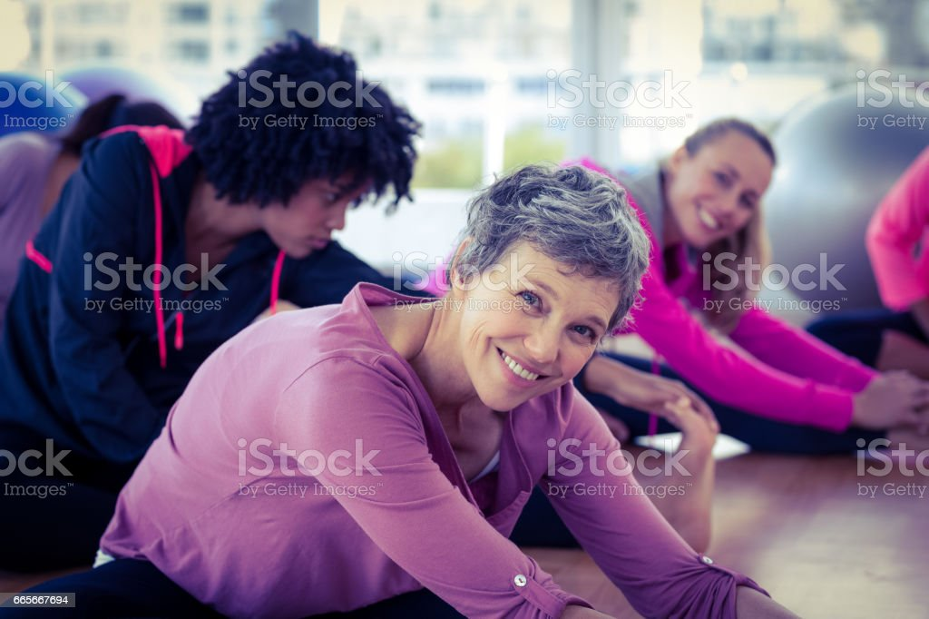 Happy women exercising - foto stock