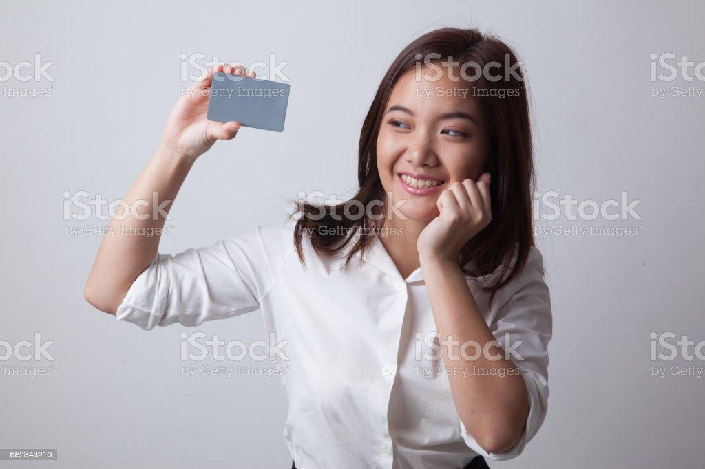 Happy young Asian woman with a blank card. zbiór zdjęć royalty-free