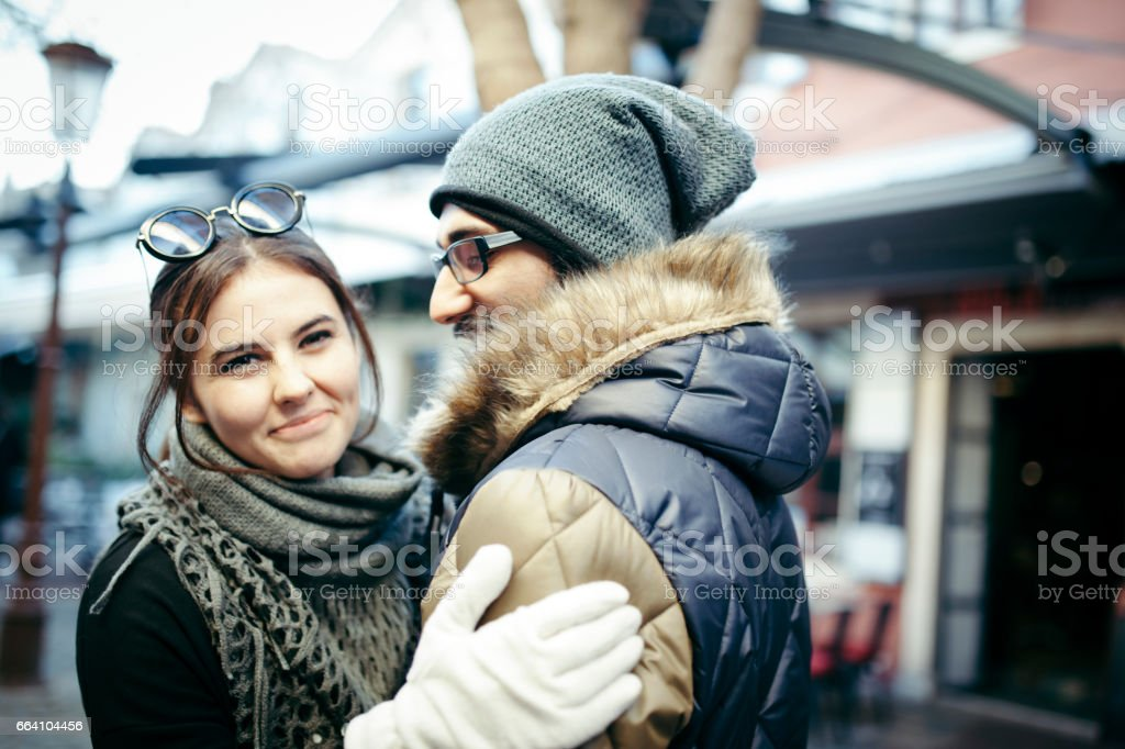 Happy young couple at winter foto stock royalty-free