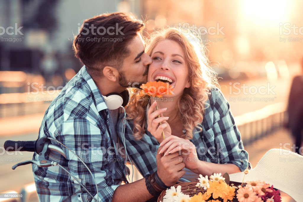 Happy young couple going for a bike ride – Foto