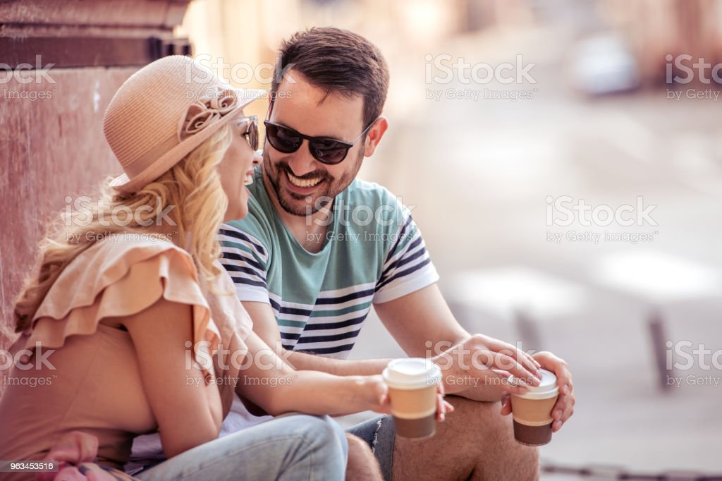 Happy young couple having fun and laughing together outdoors - Zbiór zdjęć royalty-free (20-29 lat)