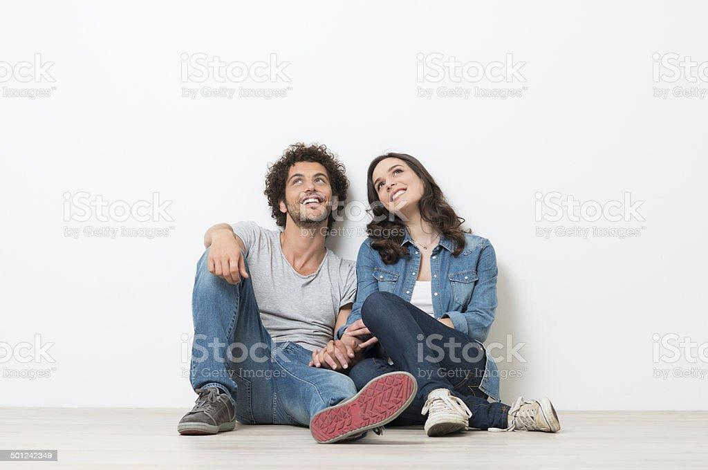 Heureux jeune Couple à la recherche - Photo