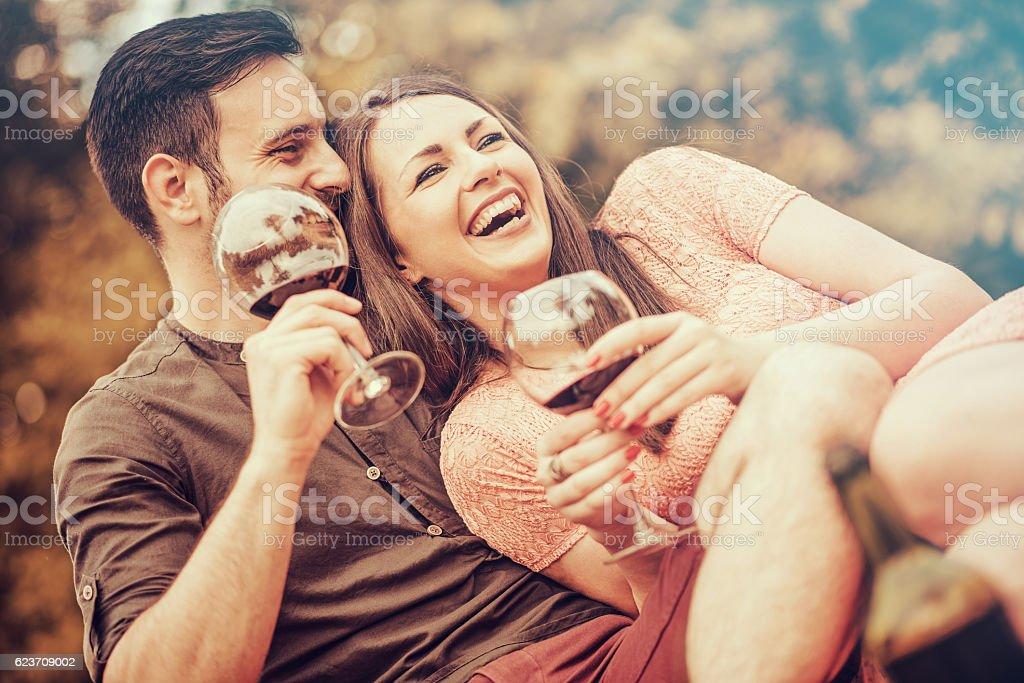 Glückliches junges Paar  – Foto