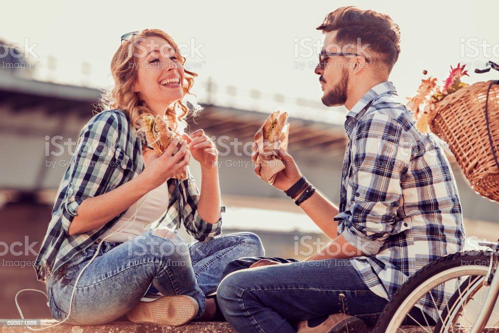 Glückliches junges Paar - Lizenzfrei Attraktive Frau Stock-Foto