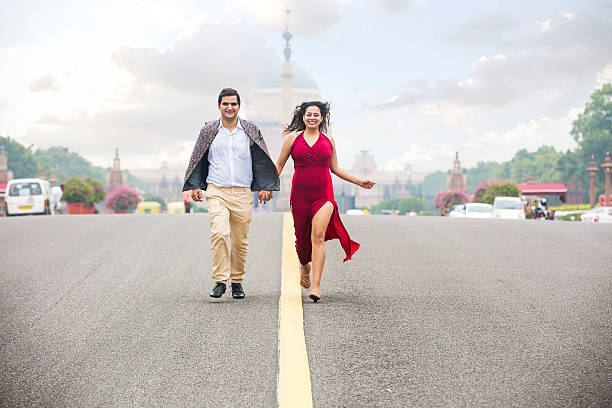 happy young couple, running on the road holding their hands - indien photos et images de collection