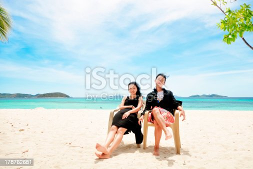 476618818 istock photo happy young couple sit on beach chair 178762681