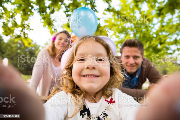Happy young family picture id839944634?b=1&k=6&m=839944634&s=612x612&h=wrkreqjhzzqzmotumigps lvaw9p7lpzlrc3hmlxvyw=