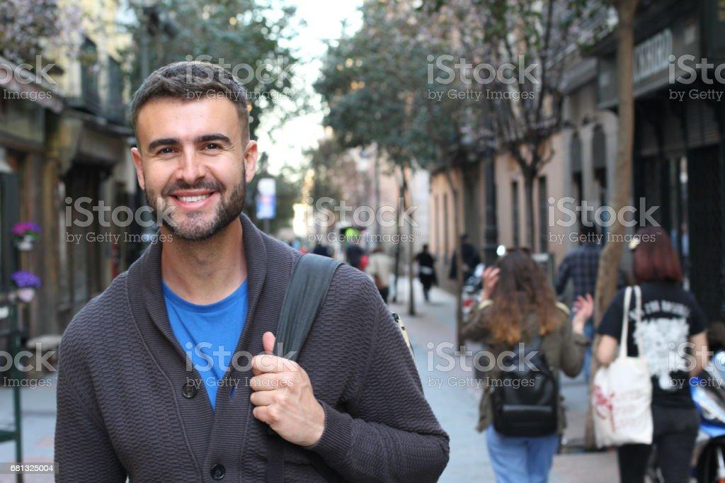 Feliz título masculino jovem para a Universidade - foto de acervo