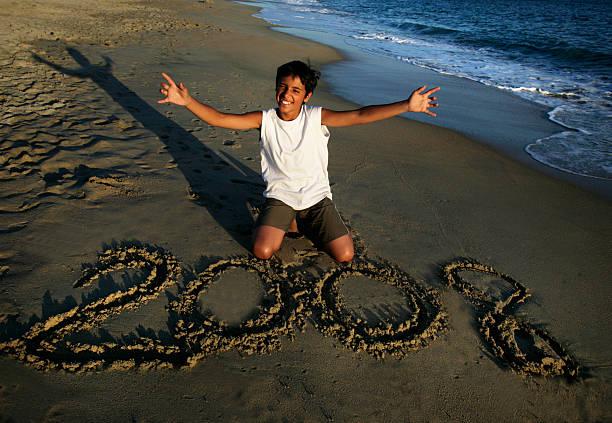 glückliche junge mann - abschiedswünsche stock-fotos und bilder