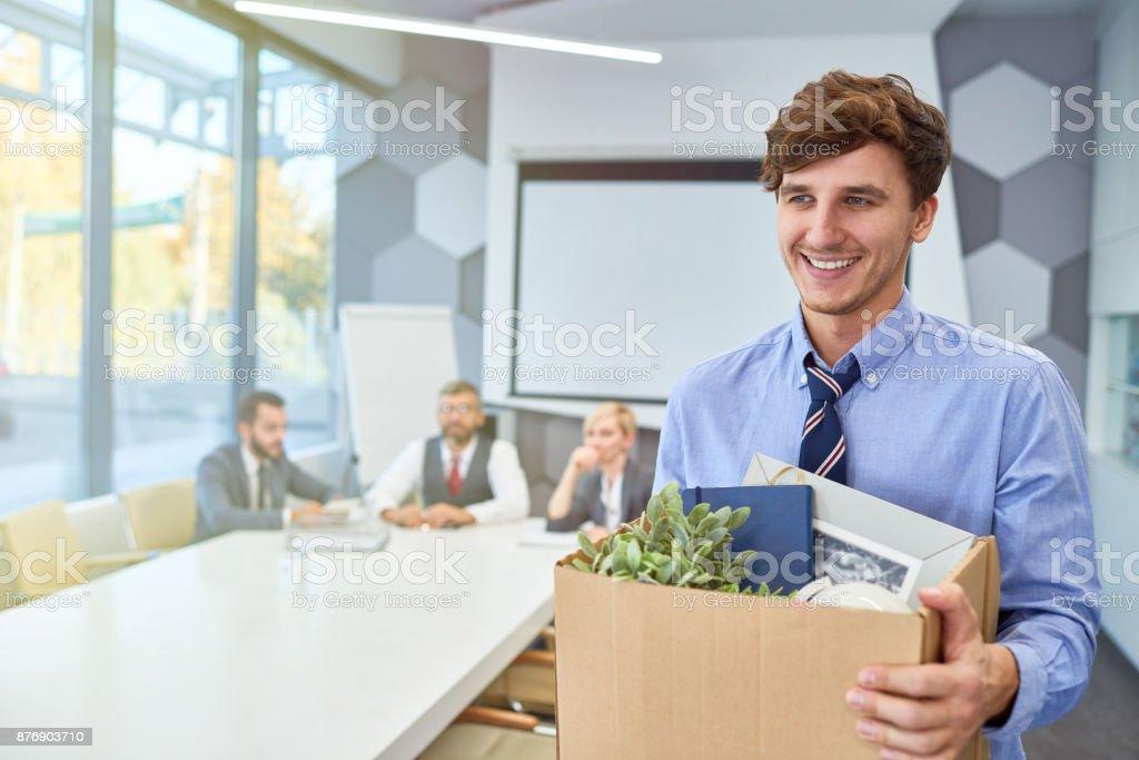 Heureux jeune homme départ carrière dans les affaires - Photo