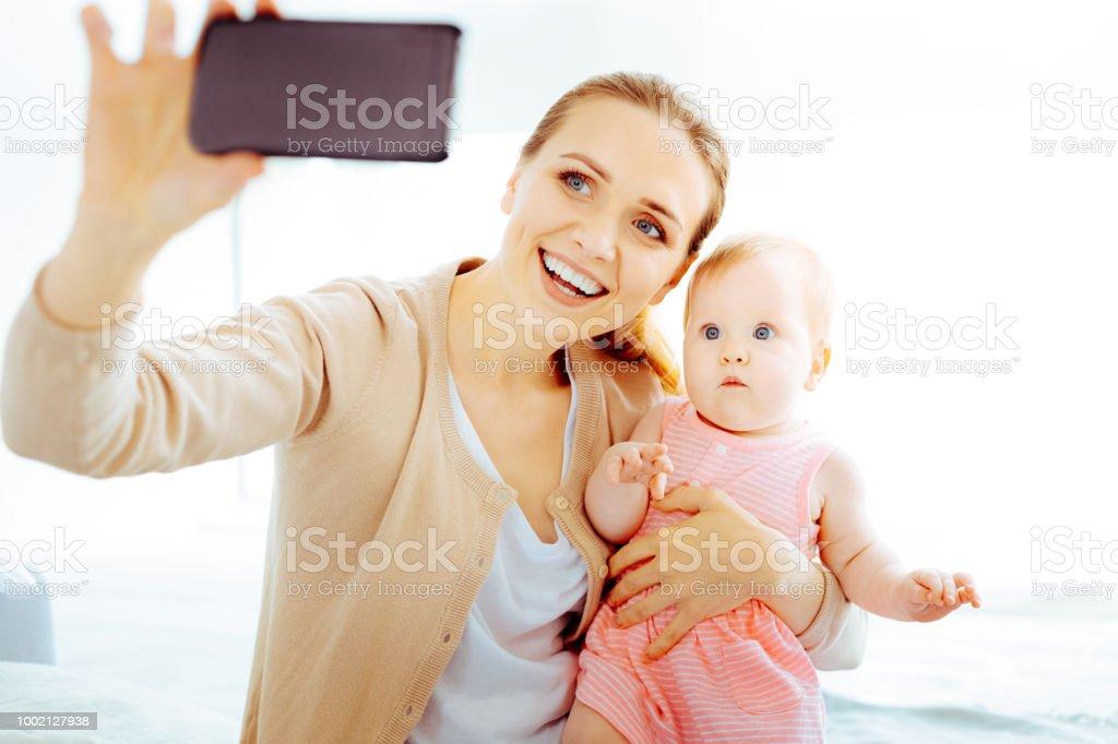 Glückliche junge Mutter tun, Foto – Foto