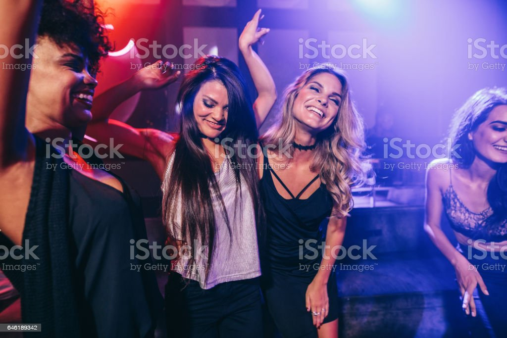 Happy young people having fun at disco – Foto