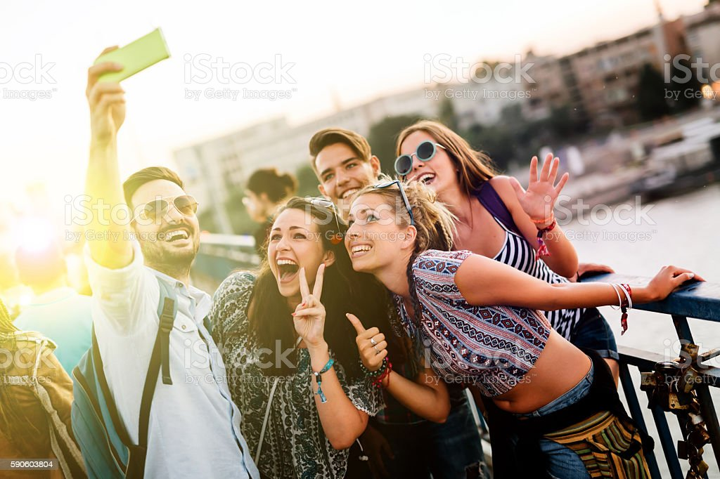 Happy young people taking selfies – Foto