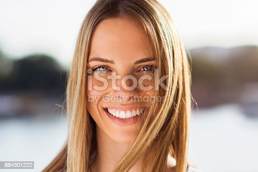 882495390 istock photo Happy young woman 884301222