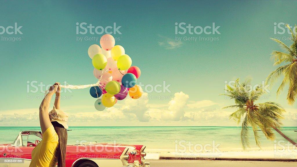 Heureuse jeune femme avec des ballons - Photo