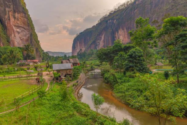 Harau valley beautiful landscape in indonesia picture id1073759444?b=1&k=6&m=1073759444&s=612x612&w=0&h=daxnfkj2aqnlqhgjwxpogdgtt3uhunfgyuueblcj83c=