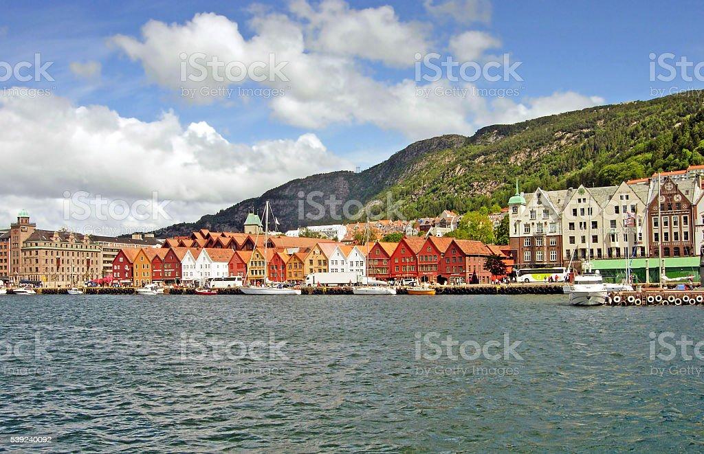 Puerto de Bergen con la antigua Bryggen foto de stock libre de derechos