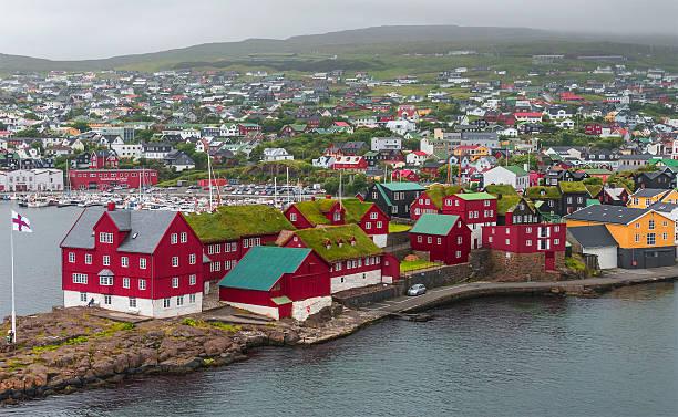 harbor of capital tã³rshavn of faroe islands, summer time - faeröer stockfoto's en -beelden
