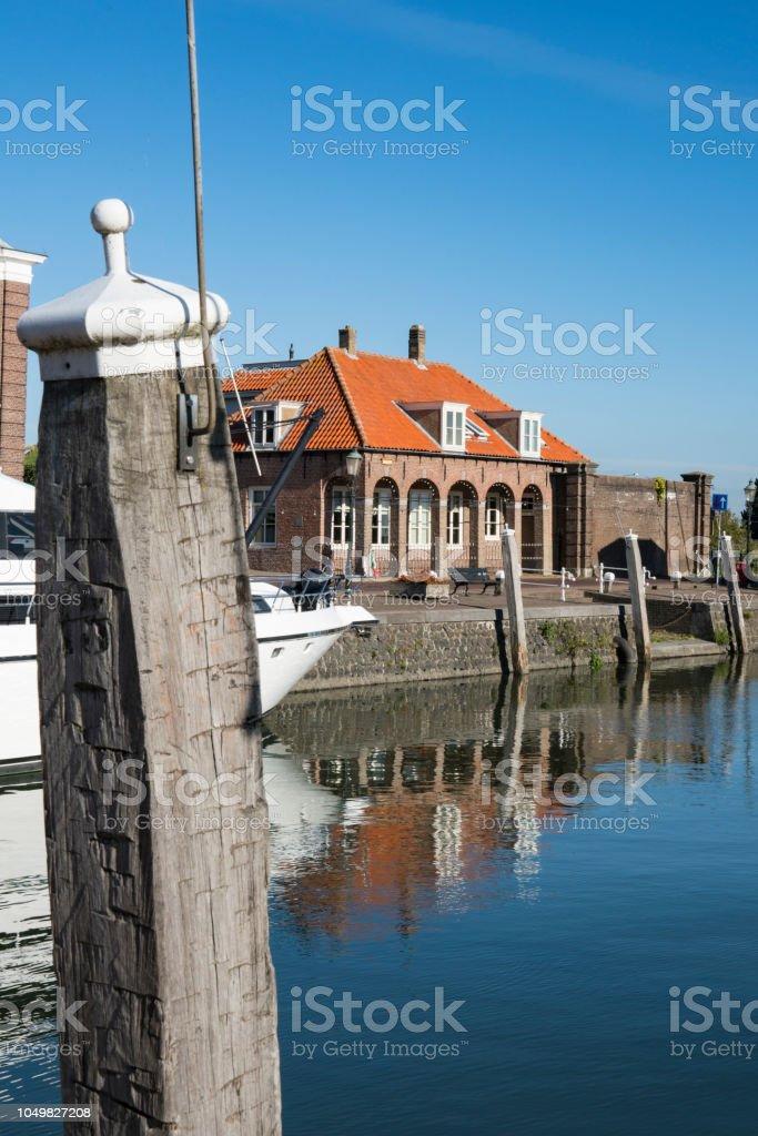 haven van Willemstad, met Bolder en gebouw. foto