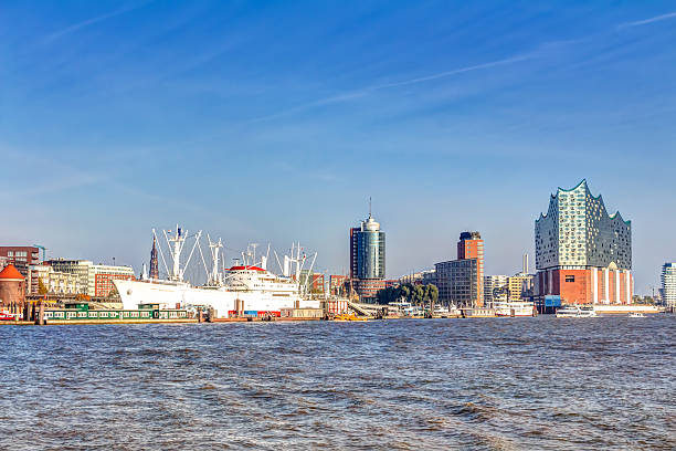 Hafen und Elbphilharmonie in Hamburg – Foto
