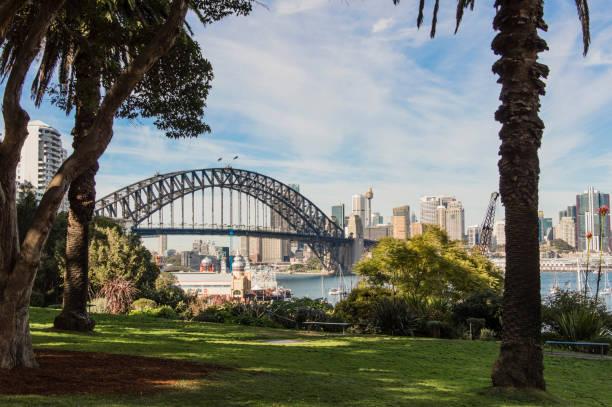 harbour bridge blick von wendy es secret garden sydney australien - der geheime garten stock-fotos und bilder