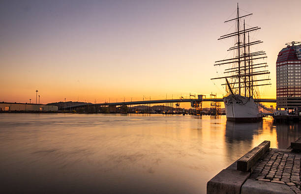 Harbour of Gothenburg early in the morning with a sailing – Foto