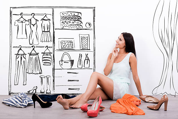 les choix. - croquis de stylisme de mode photos et images de collection