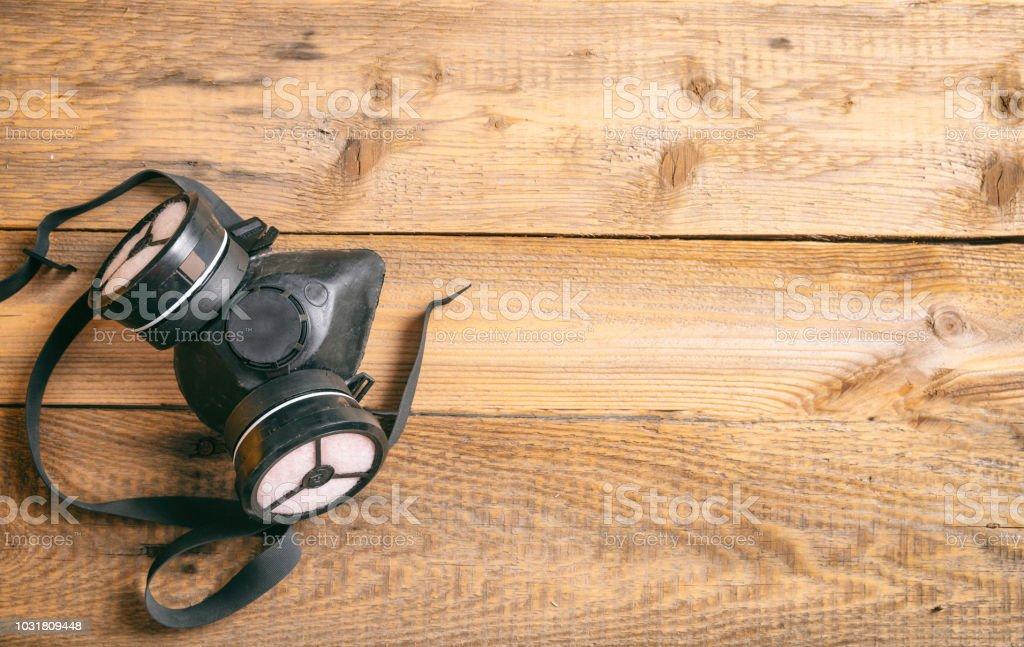 Schutzhelm auf hölzernen Hintergrund, Textfreiraum, Ansicht von oben – Foto