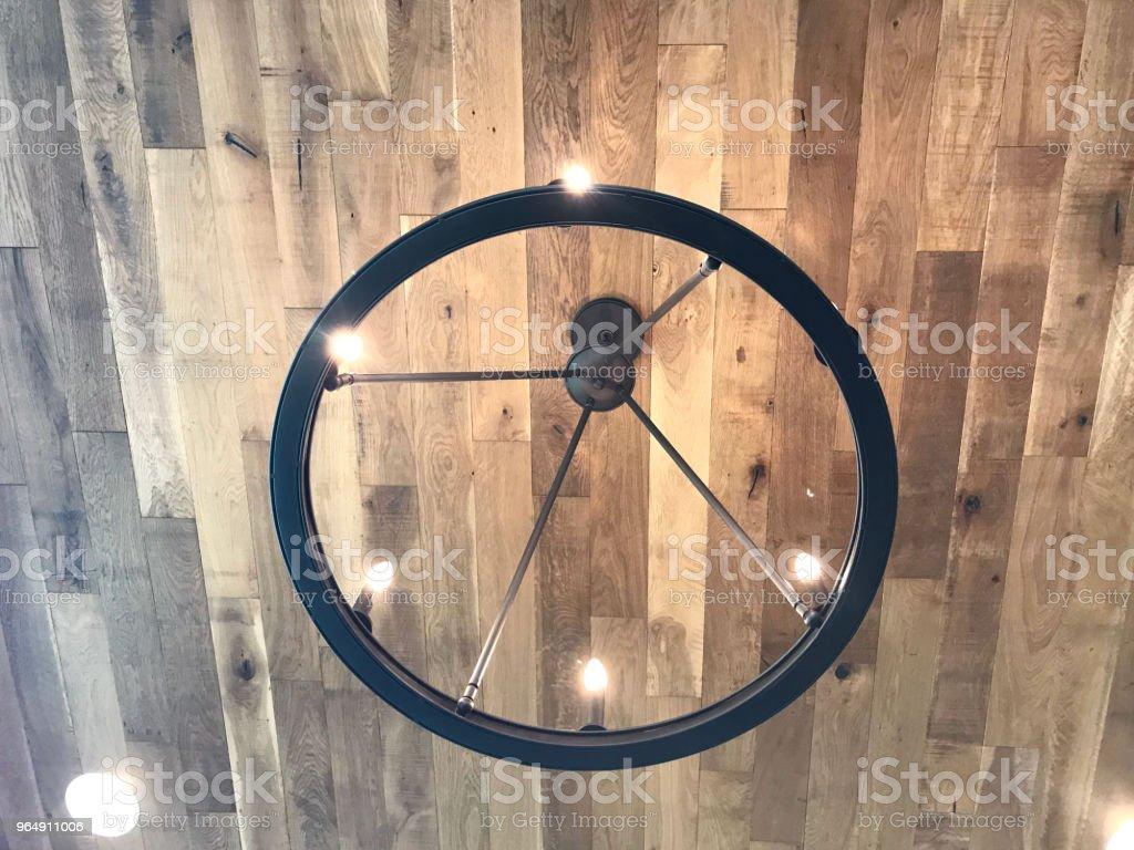 硬木天花板燈 - 免版稅乾淨圖庫照片