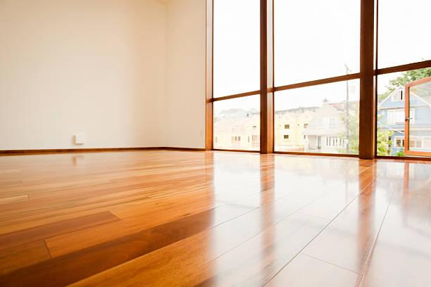 hardwood floor detail - laag camerastandpunt stockfoto's en -beelden