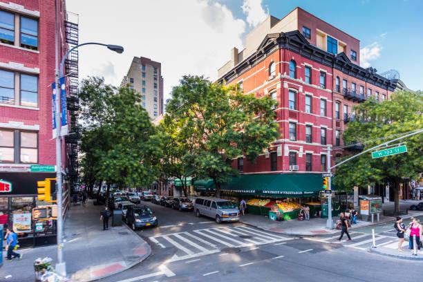 Harlem neighborhood, Manhattan. At the corner of Frederick Douglass Boulevard and W 125th Street - foto stock