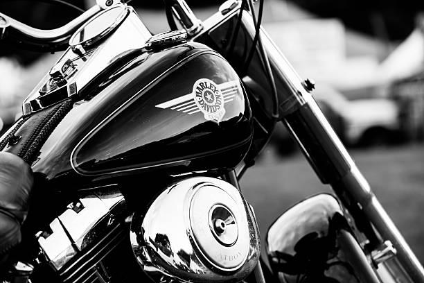 harley -davidson モーターサイクルのサイン - ブランド名 ストックフォトと画像