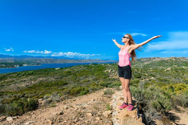 harmonie dans la nature en corse - randonnée corse photos et images de collection