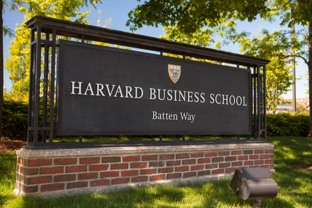 Harvard University Boston: Harvard Business school building in Cambridge Massachusetts USA.  Harvard Business School (HBS) is the graduate business school of Harvard University in Boston, Massachusetts, United States. The school offers a large full-time MBA program, doctoral programs, HBX and many executive education programs. It owns Harvard Business Publishing, which publishes business books, leadership articles, online management tools for corporate learning, case studies and the monthly Harvard Business Review. harvard university stock pictures, royalty-free photos & images