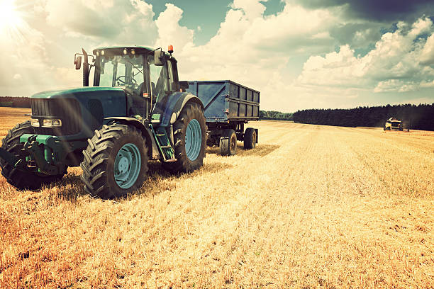 Harvesting Harvesting agricultural machinery stock pictures, royalty-free photos & images