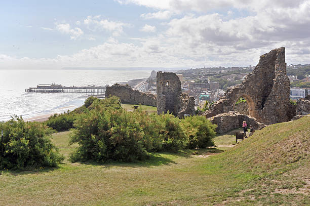 hastings castle - east sussex stockfoto's en -beelden