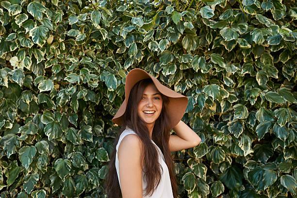 chapeaux font partie de mon style - mode printemps photos et images de collection