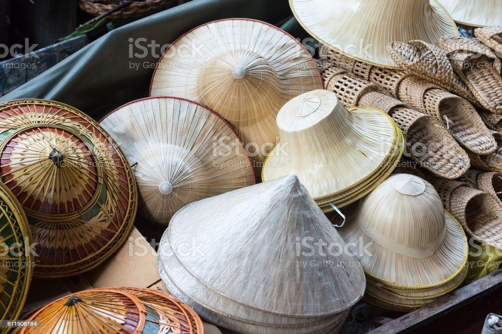 Hut-Weberei, handgefertigte waren, und ist eines der Souvenirs in der Damnoen Saduak floating Markt verkauft. – Foto
