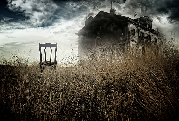 Haunted house und Stuhl – Foto