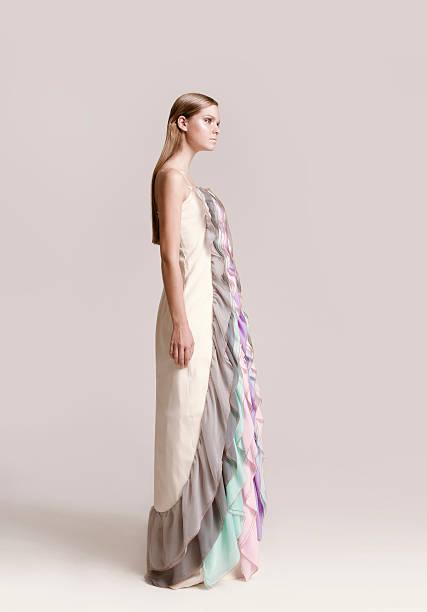 haute couture - brautkleid trägerlos stock-fotos und bilder