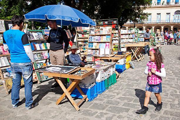 havanna, buchen markt plaza de armas - gebrauchte bücher verkaufen stock-fotos und bilder