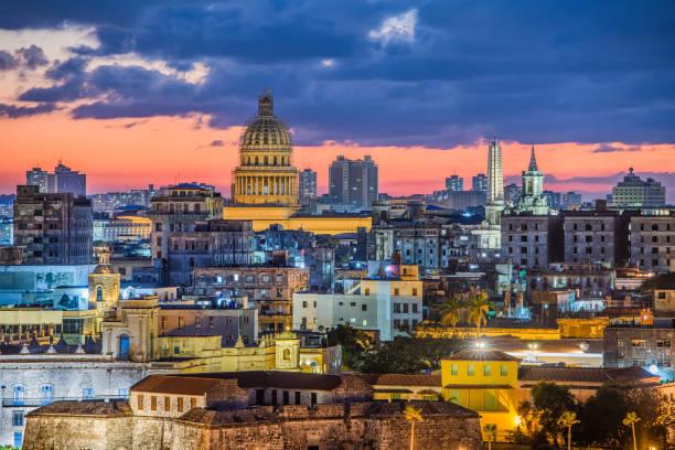 skyline von havanna, kuba - urlaub in kuba stock-fotos und bilder
