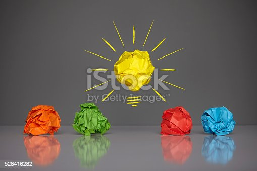 istock I have a good idea - on grey background 528416282