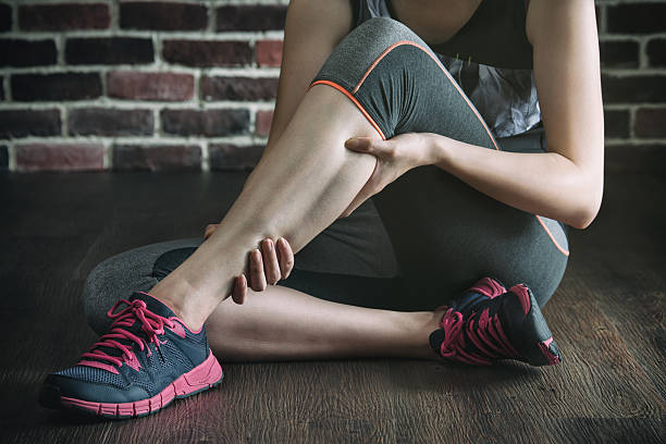 have a leg cramp in fitness exercise training, healthy lifestyle - kramp bildbanksfoton och bilder
