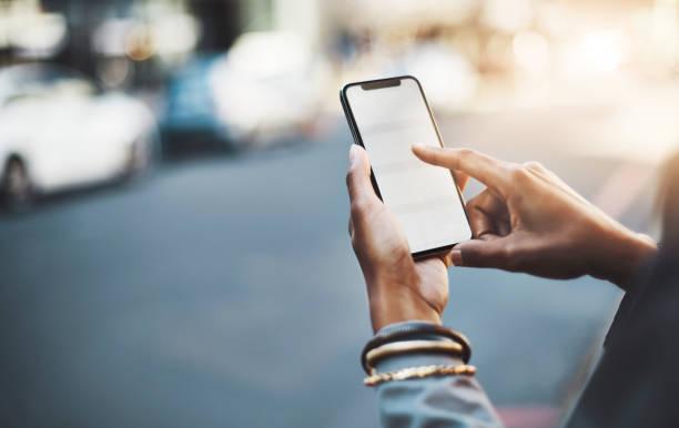 tenga su decir dondequiera que vaya - teléfono inteligente fotografías e imágenes de stock