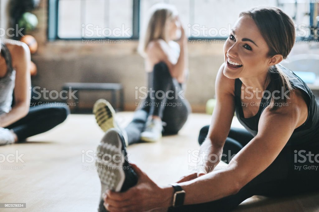 Having a laugh while limbering up - Zbiór zdjęć royalty-free (Aktywny tryb życia)