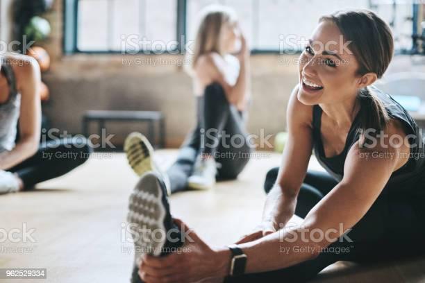 Einen Lachen Während Wie Bereiten Stockfoto und mehr Bilder von Aktiver Lebensstil