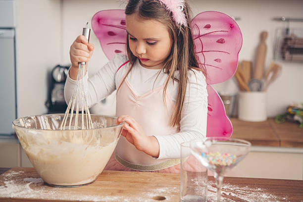 nach so viel spaß in der küche - prinzessinnen torte stock-fotos und bilder