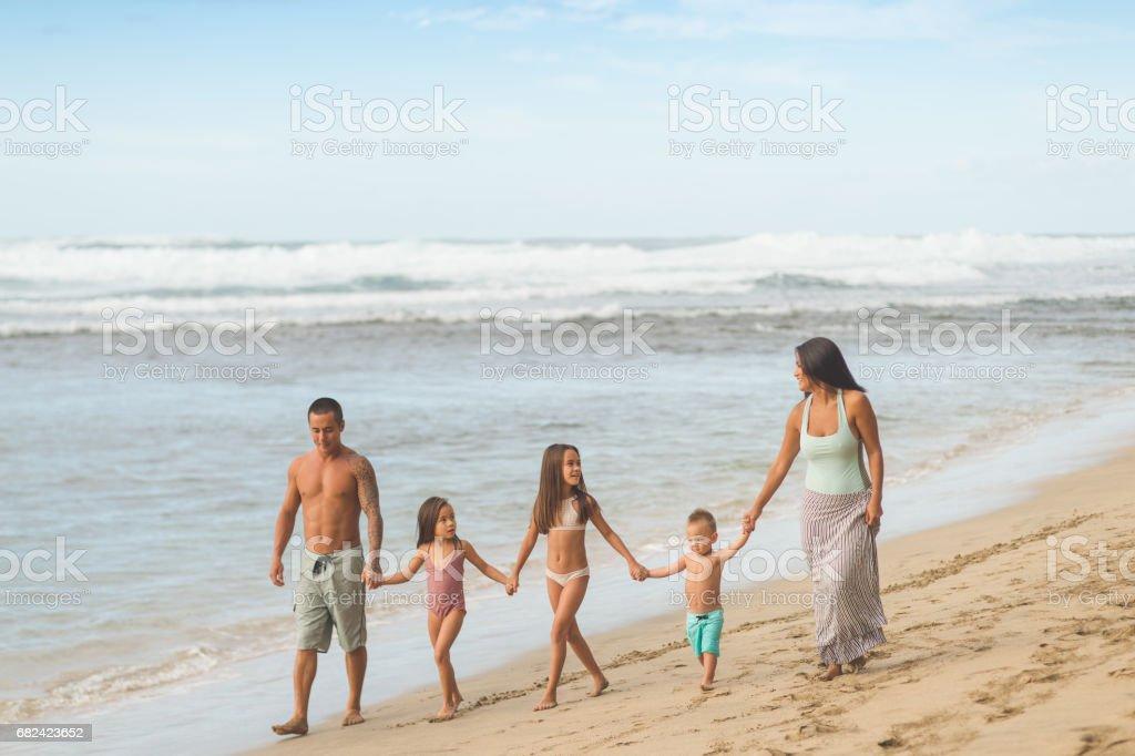 Hawaii Urlaub mit der Familie am Strand Lizenzfreies stock-foto