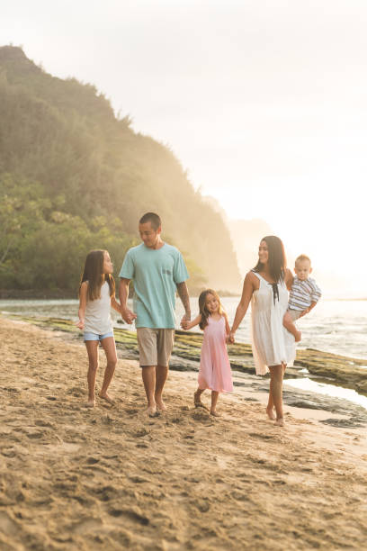 hawaii family vacation on beach - hawaiian ethnicity stock photos and pictures